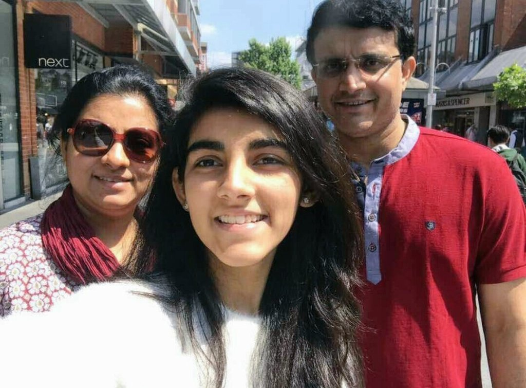 Recent click of @SGanguly99  #Familypic #Dada #London #FbPost  #ChampionsTrophy2017<br>http://pic.twitter.com/svYp3mCesR