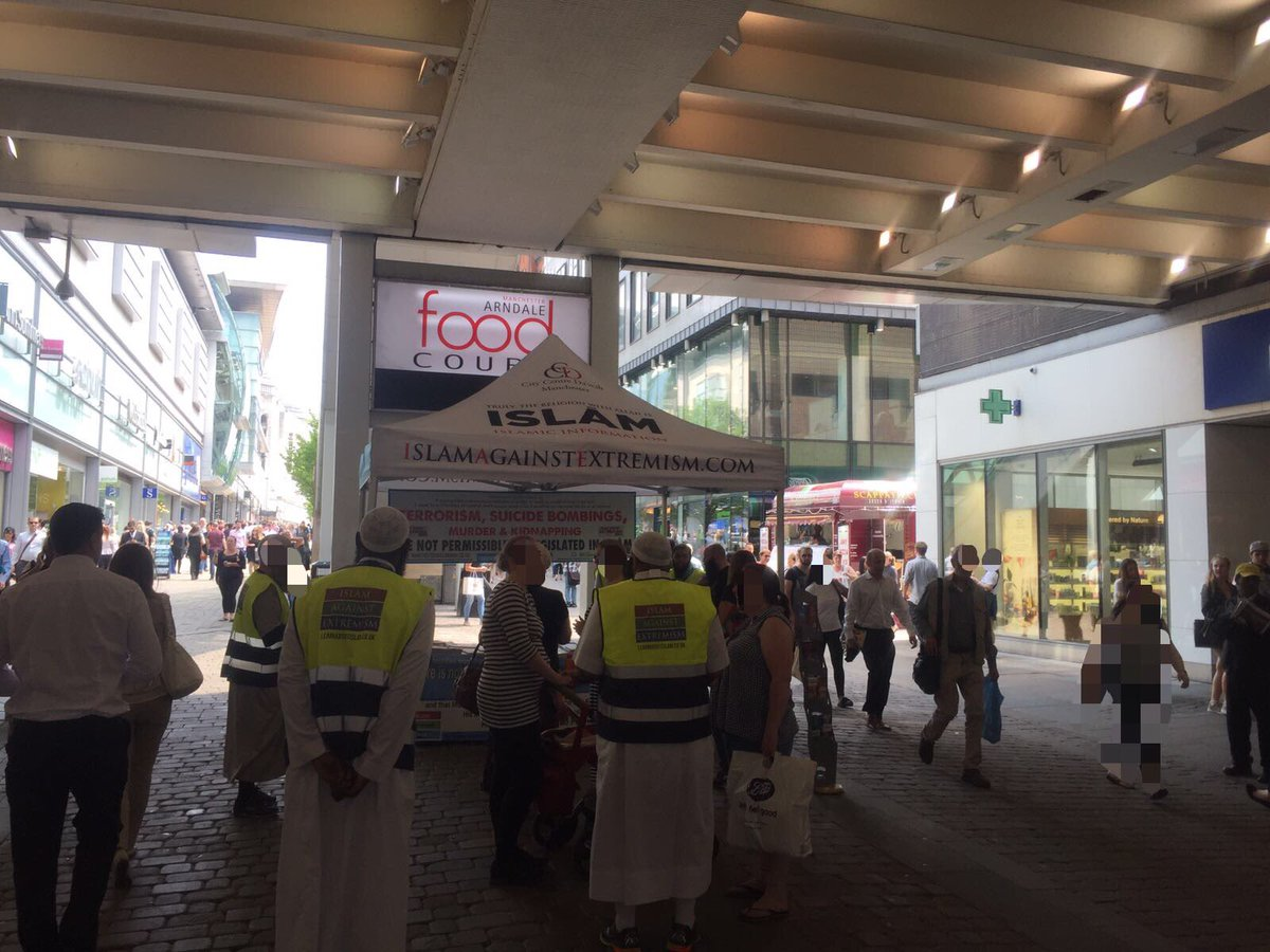 We&#39;ve joined @CCDawahMCR @SalafiCentre in Market St #Manchester city centre denouncing all acts of extremism conveying the true msg of Islām <br>http://pic.twitter.com/cyy55LO4gw