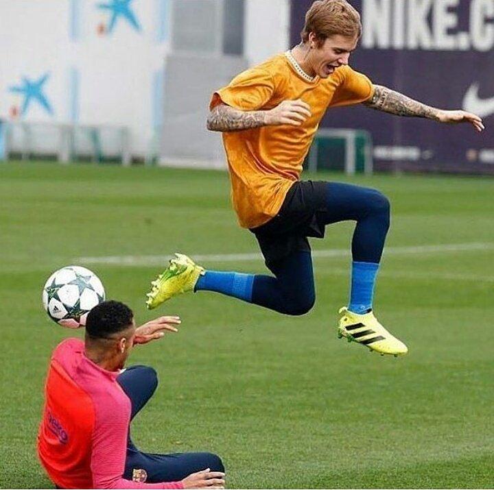 Jump!  @justinbieber #jump #football #justinbieber #beliebers #love<br>http://pic.twitter.com/YsqyFQftap