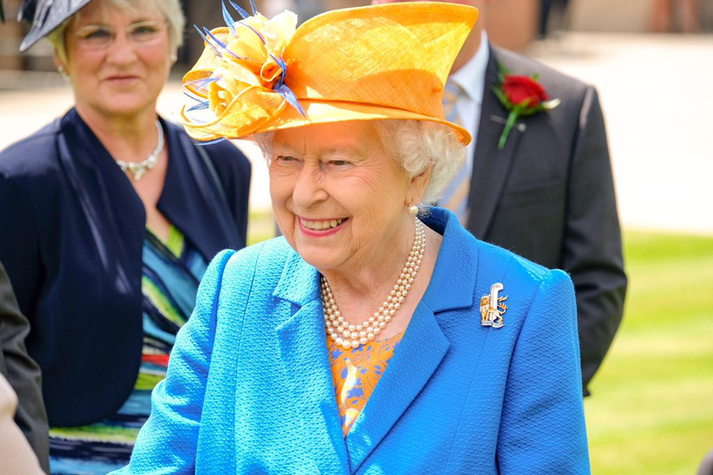 Елизавета 2 в посетила Манчестер и фермы герцогства Ланкастер
