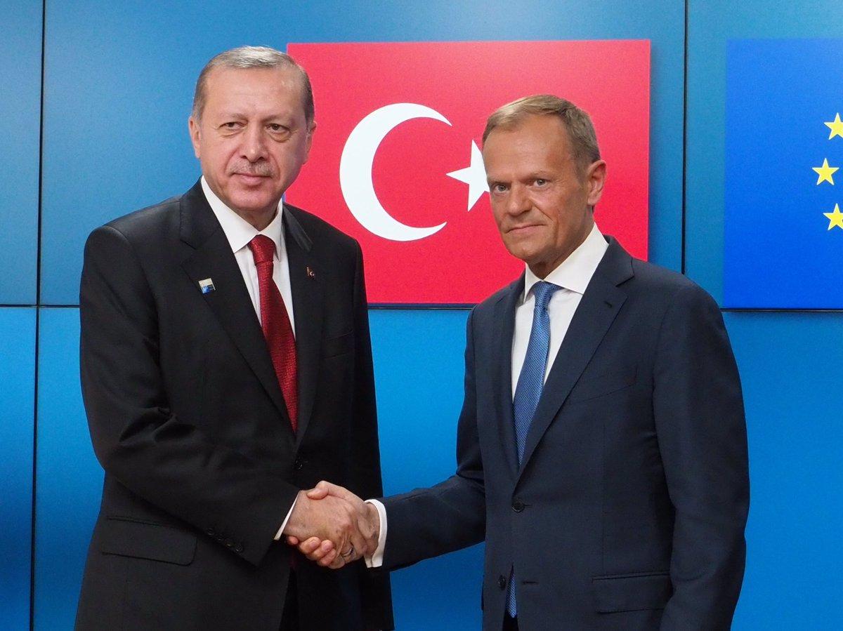 Туск обсудил с Эрдоганом права человека