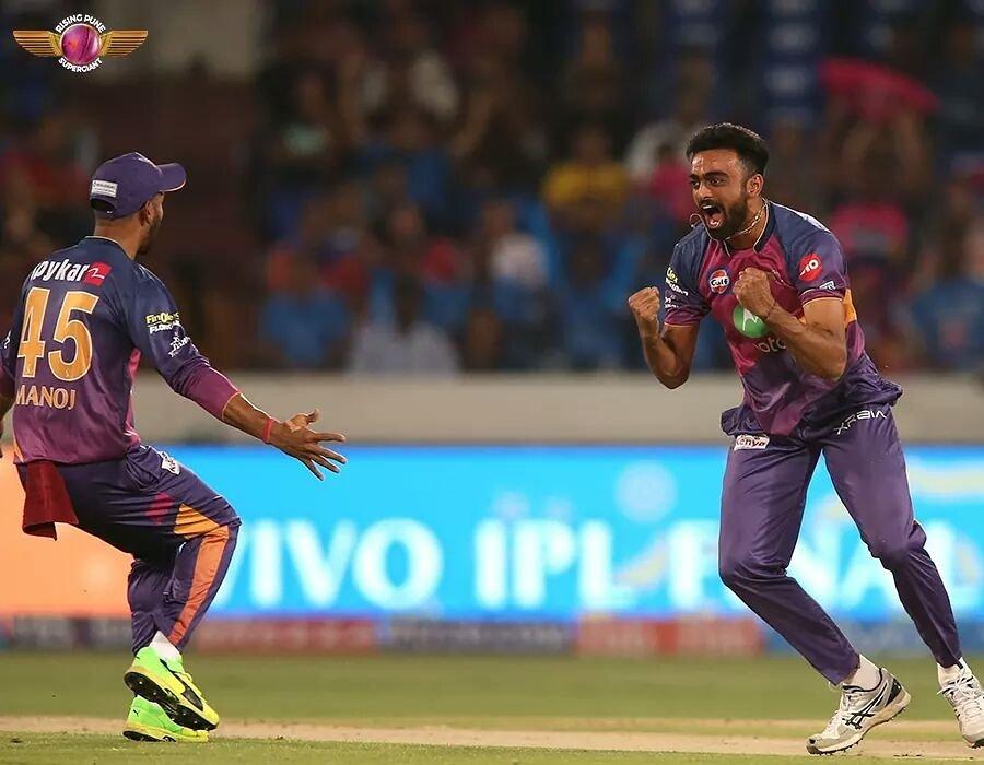 @JUnadkat 's supply of wickets definitely met our demand of it! 😎  2⃣4⃣ wickets in just 1⃣2⃣ games this #IPL ! #RangWahiJungNayi
