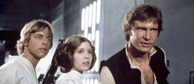 Muito tempo atrás, numa galáxia muito, muito distante, estreava 'Star Wars'. https://t.co/1na2e5KwHw