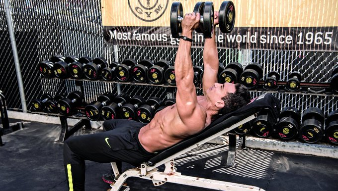 Here are 6 simple moves to build a bigger chest. https://t.co/aD7670Qa6U