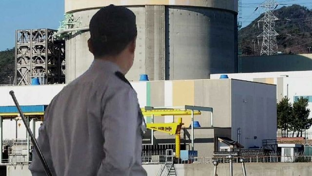 [JTBC 뉴스룸] #단독 월성원전, 총기 아닌 '3단봉'으로 경비 https://t.co/GcfJG0Feqx 일부 직원들 전과 있어 삼단봉 들고 근무. 규칙위배로 전과자 고용 취소됐지만, 지역협의회장이 보안업체 사장 만나 불만 토로한 후 '원상복귀'