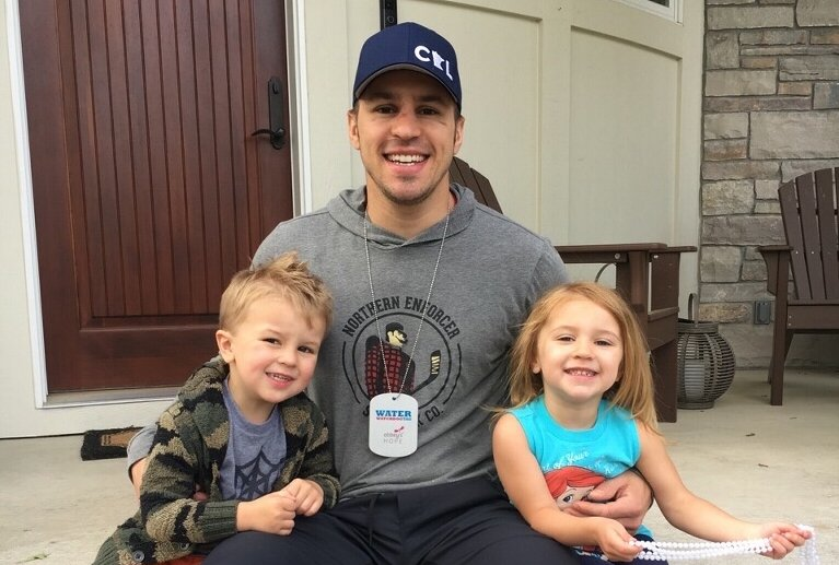 #mnwild's Zach Parise wants families to swim safely this summer with @AbbeysHope. Become a Water Watchdog → ow.ly/wdMd30c2FXC