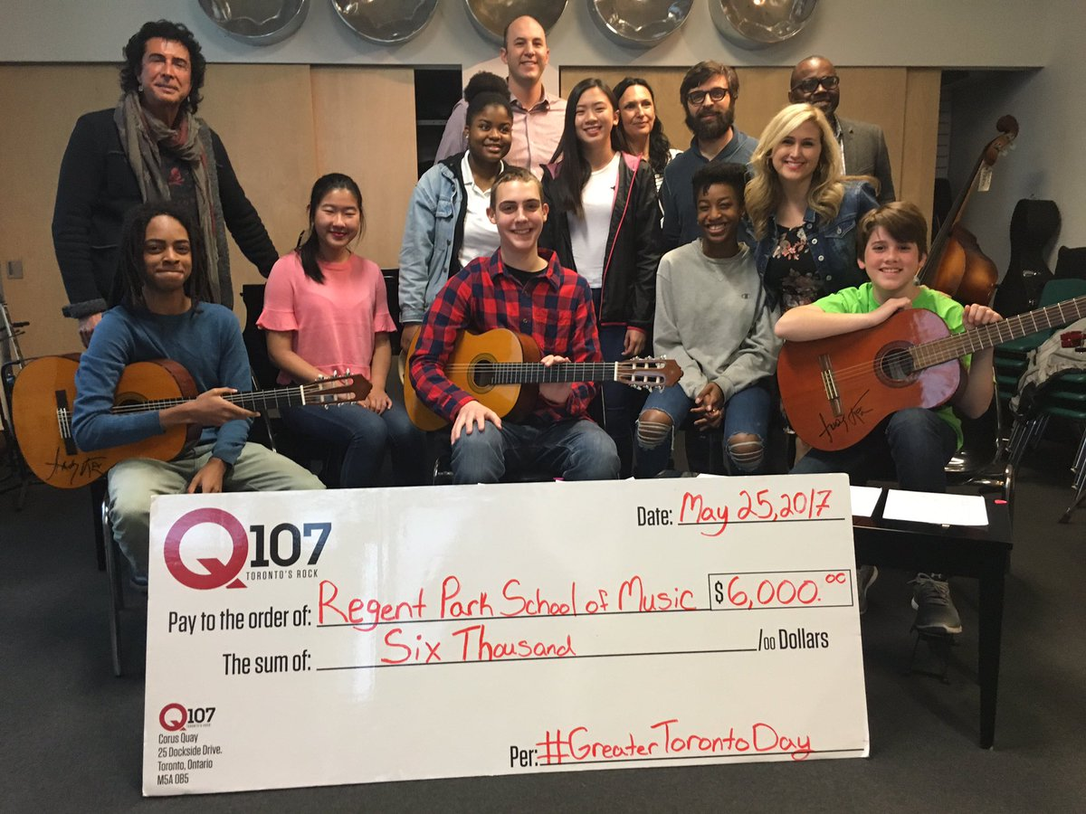 Giving the gift of music @regentparkmusic with @Q107Toronto @morningsh...