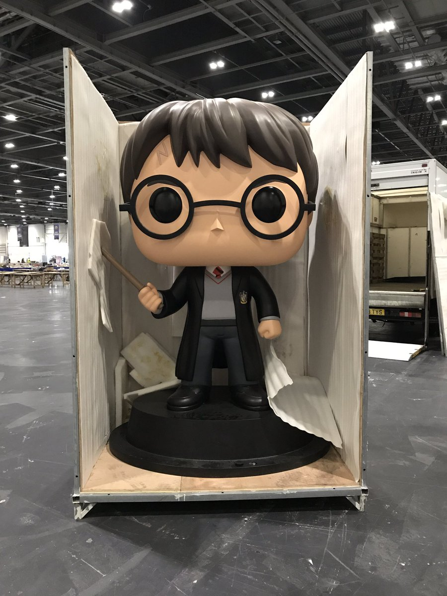 Harry&#39;s officially arrived at @MCMComicCon. Find him and strike a post this weekend #harry #harrypotter #selfie #comiccon #mcmLDN17<br>http://pic.twitter.com/AQJljL0ZGt