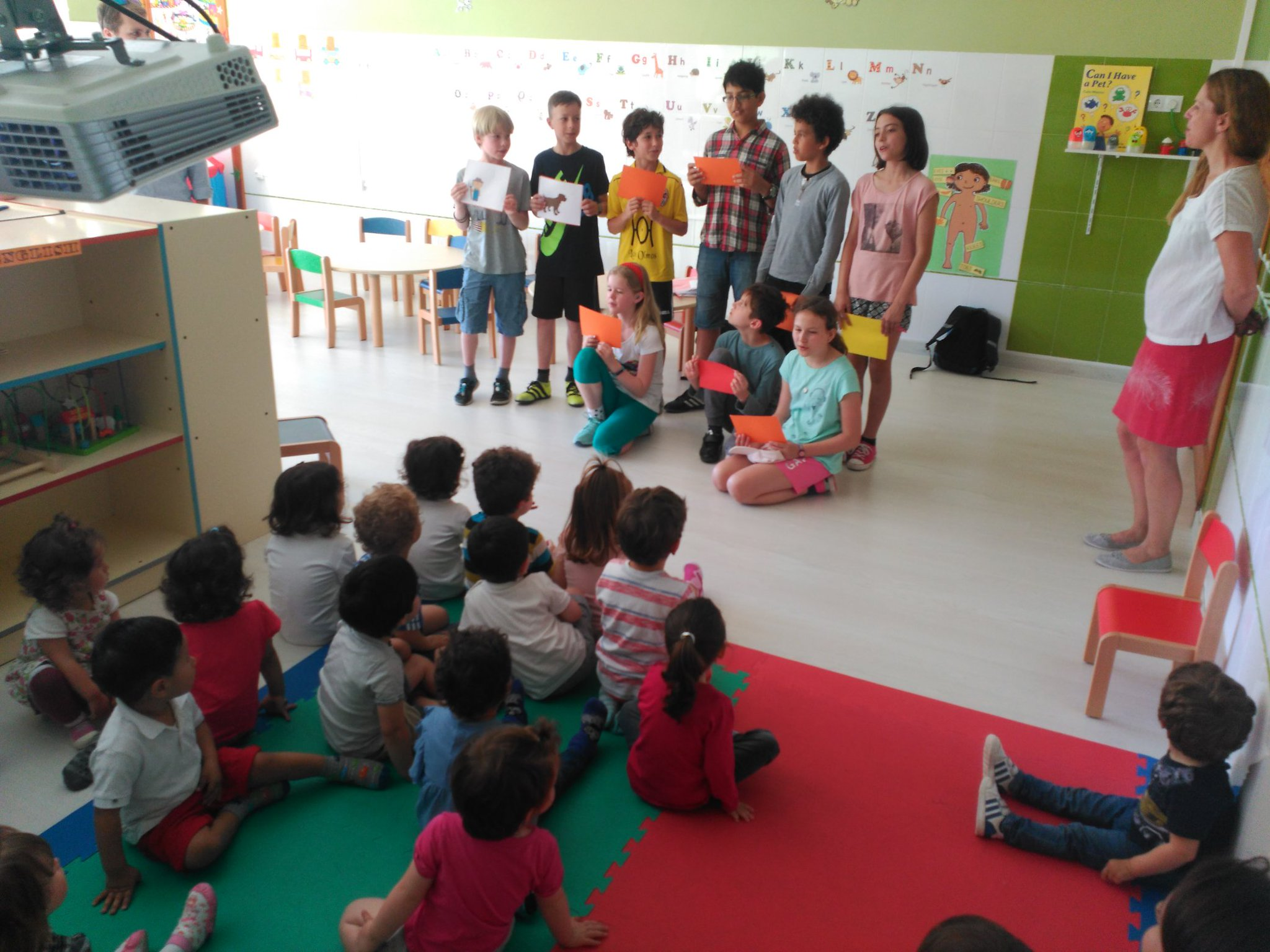 The students from @HTPDSchool have visited also @sghappykids to sing and dance with the kids. Thanks #etwinning #etwinning_cyl https://t.co/9FdNWyGDDu
