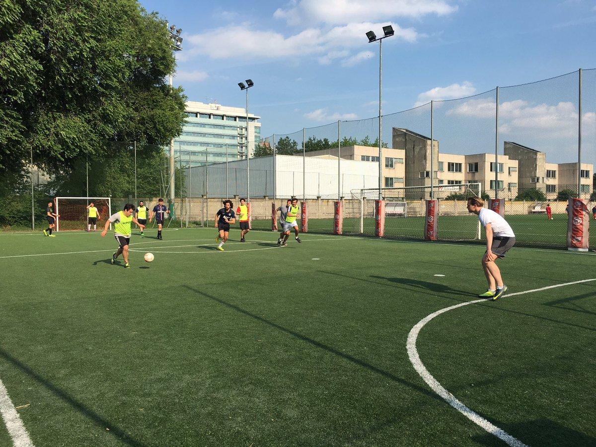 #MCF (Italian) extracurricular activity: playing football! You rock, guys!!  @sdabocconi @a_dellacqua #Cheerleading #calcio <br>http://pic.twitter.com/Wvwv9nZiHc