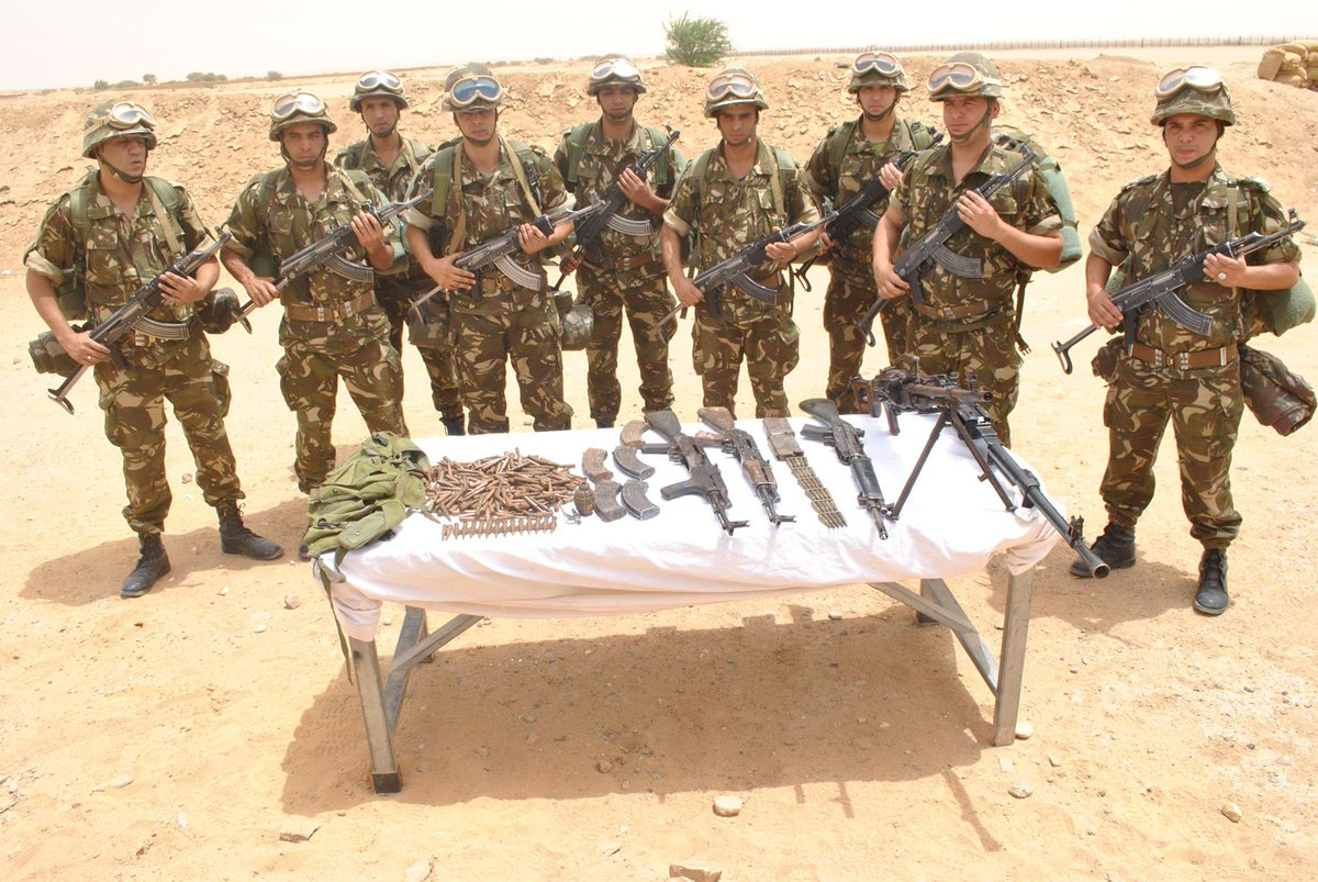 #Algeria- small weapons cache discovered by ANP in In Guezzam, along the border with #Niger<br>http://pic.twitter.com/1E2eAirCuT