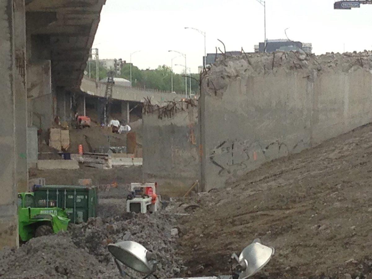 Largest #MTQ work site - Turcot interchange - is a ghost town. Hundreds off the job - part of a general construction strike. #GreveGenerale<br>http://pic.twitter.com/M1lYrnTcsc