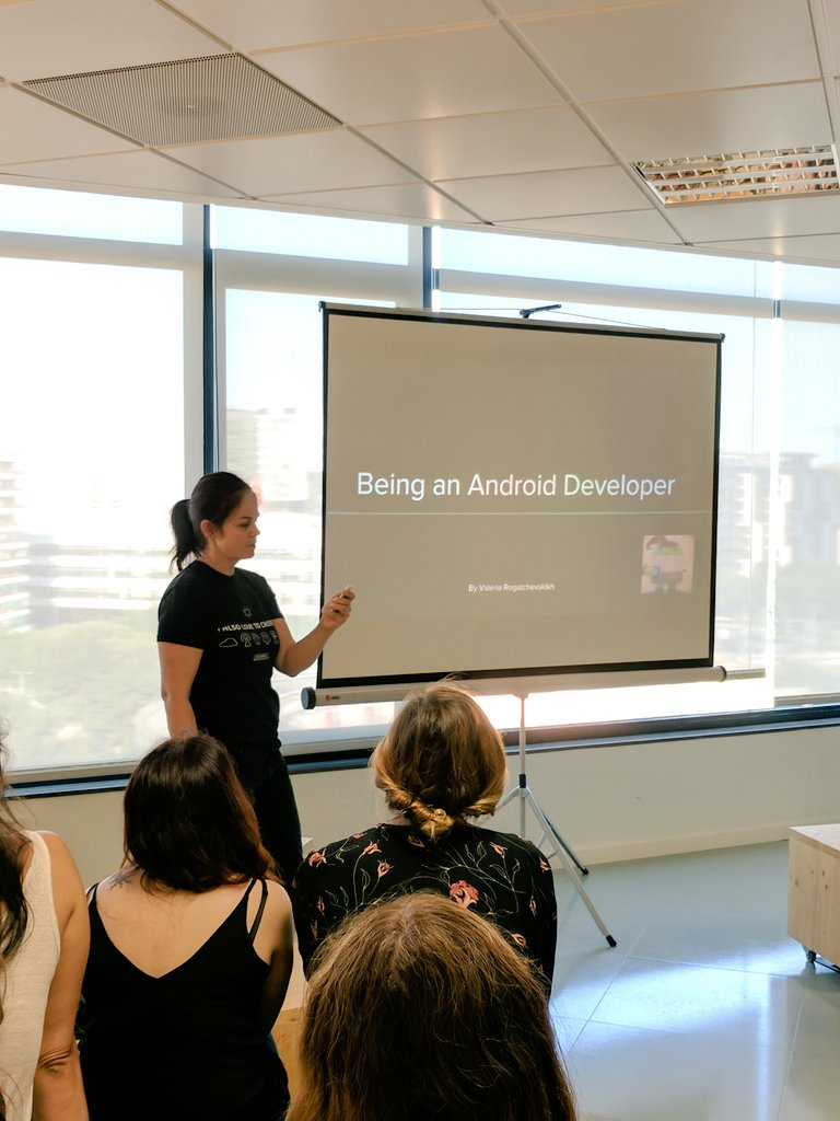 .@valllllll2000 explaining how she got to be an #androidDev after a CS degree and being an intern #wwcode<br>http://pic.twitter.com/oFkeawkcFG