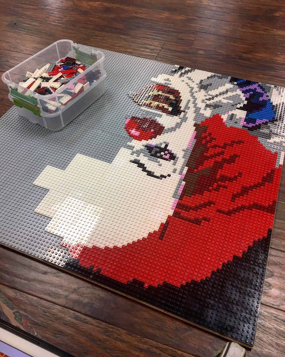 Further #wip of #pennywise from @StephenKing &#39;s &quot;It&quot; #lego #create #build #portrait #handmade @LEGO_Group #clown #it #buzzfeed<br>http://pic.twitter.com/55Lv05BD6W