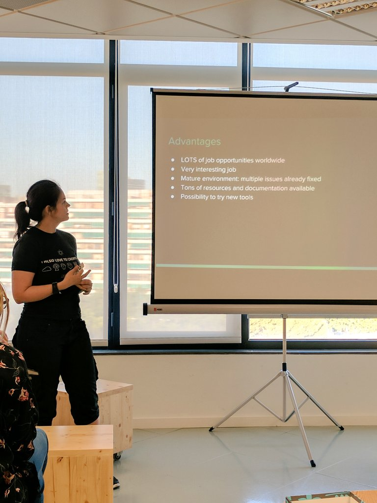 .@valllllll2000 trying to convince us all to be #androidDev lots of opportunities and very interesting jobs  #wwcode #womenintech<br>http://pic.twitter.com/uSfxxOaD0m
