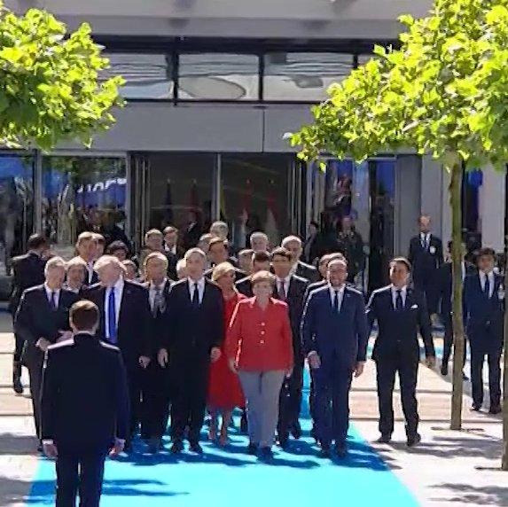 RT @EmmanuelMacron: À Bruxelles, unis avec nos alliés de @NATO. https://t.co/7nyaoI8hki