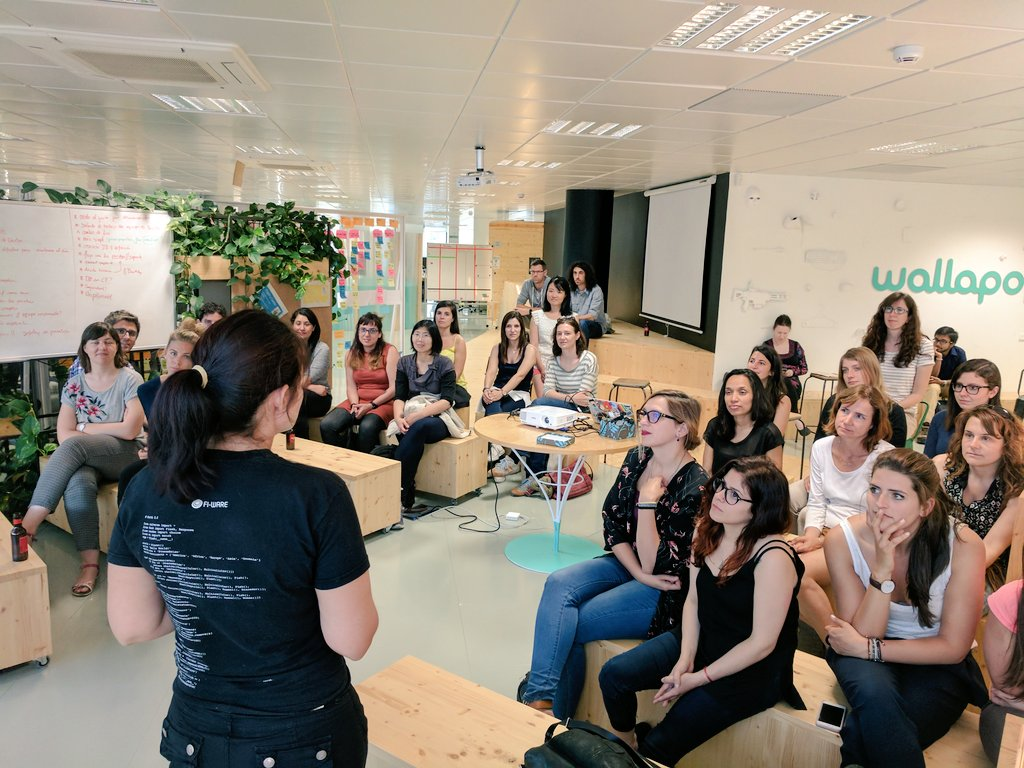 Full room of #womenintech at @wallapop listening to @valllllll2000 talk about being an #androidDev  #wwcode<br>http://pic.twitter.com/s6xOeYhq56