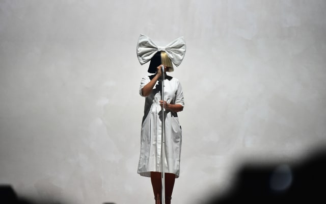 Of course @Sia penned a song for #WonderWoman https://t.co/rayWMhMhbu https://t.co/xSDzynhOTH