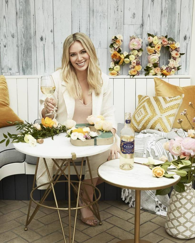 Who loves pretty flowers and Pinot Grigio? I do! Get these gorgeous #diy flower letters for your next get-together  #spon #calliecrew @ca…<br>http://pic.twitter.com/1VAUJtKw1Z