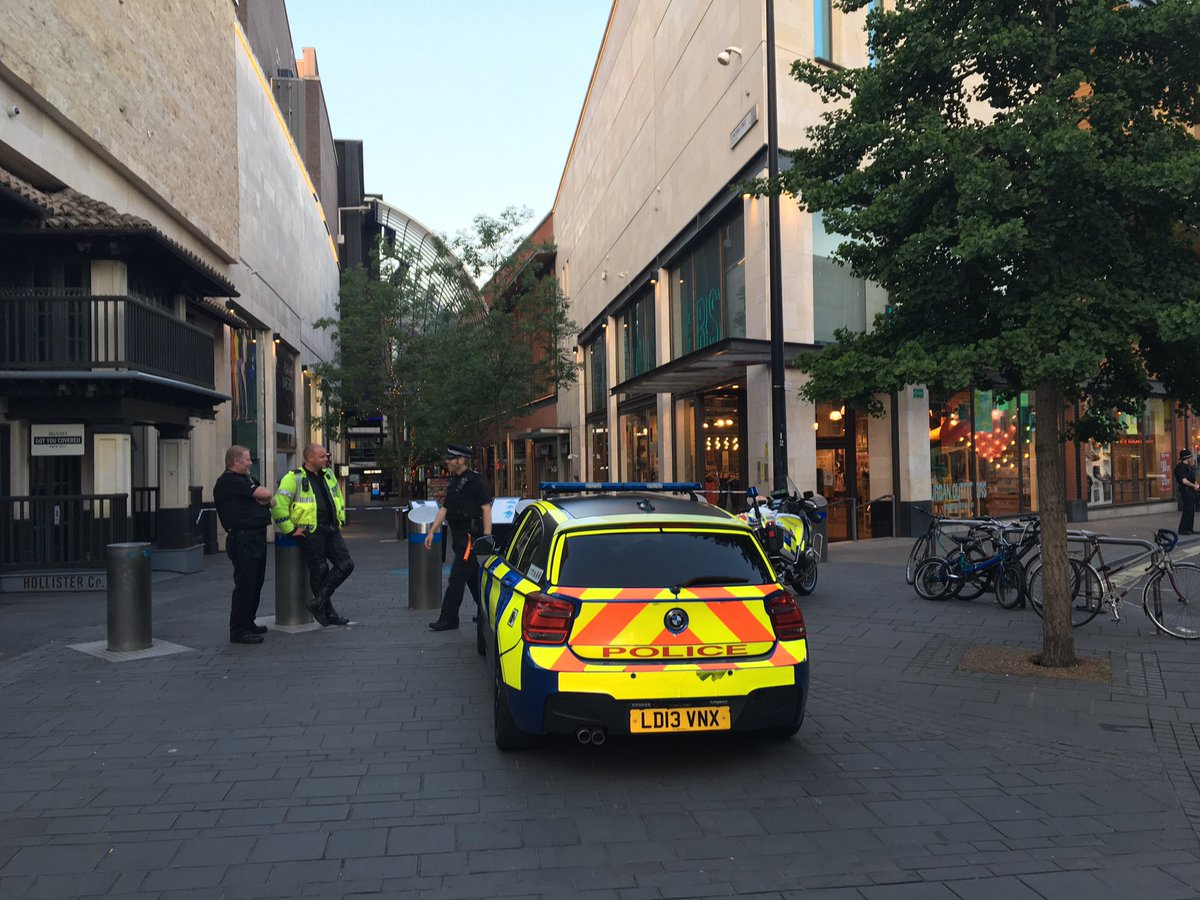 Police overheard saying there&#39;s a &quot;bomb scare and bomb disposal on way&quot;. #bristol @CabotCircus<br>http://pic.twitter.com/bSWHhtiI7o