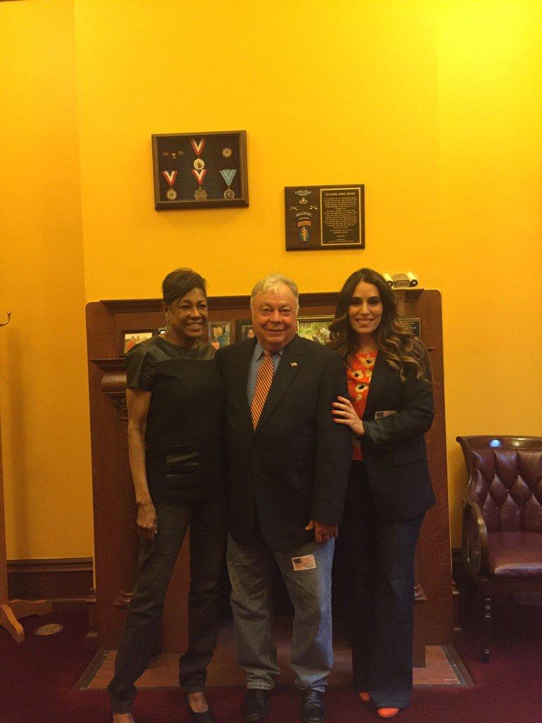 Apoyo a tropas los Senadores @SandraBCunningh , #TeresaRuiz y #JimBeach vistieron jeans @GIGOFUND