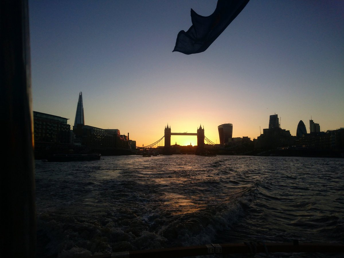 Leaving the sun behind us as we head downriver. Enjoy your evening, we&#39;re here all night. #London #sunset<br>http://pic.twitter.com/451CUcsUhn