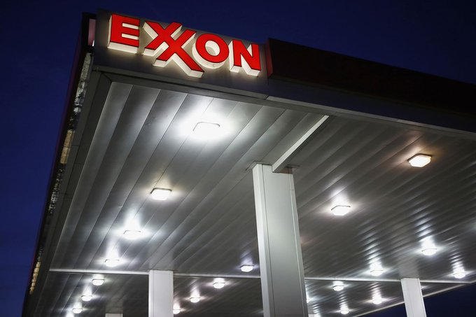Exxon investors rally to back the climate change plan the board opposes https://t.co/XfGLwrkwcm