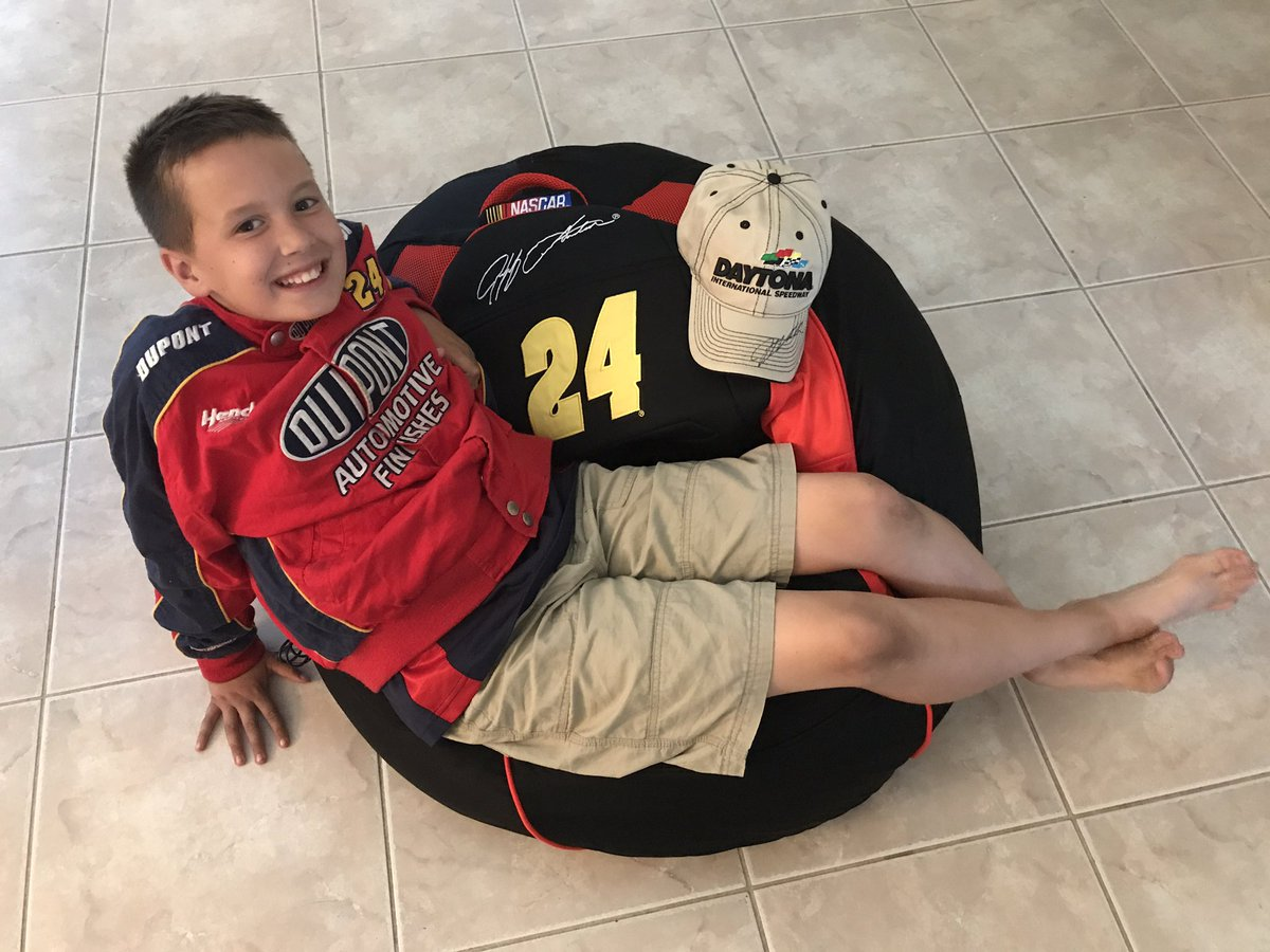 Celebrating the last day of school with this @JeffGordonWeb bean bag chair and  hat from the #NASCARDay @NASCAR_FDN raffle! Winner! <br>http://pic.twitter.com/TtnGPGcnOS &ndash; à Daytona International Speedway