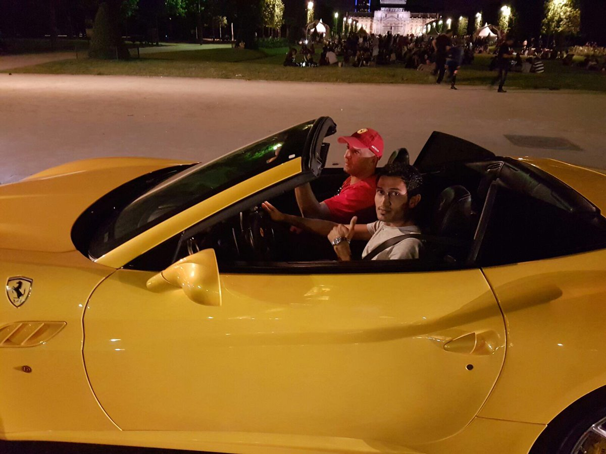 #Riding Ma New #Beast '#Ferrari' in #Champs-#Élysées #Paris  pic.twitter.com/bTgsdCj6vJ
