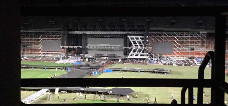 Jamsil stage is so huge.   1 rt = 1 vote I vote #EXO for &quot;Best Asian Group&quot; 2017 #BAMA2017DiamondEdition_EXO #BAMA2017 #USA <br>http://pic.twitter.com/dhxDV3aER9
