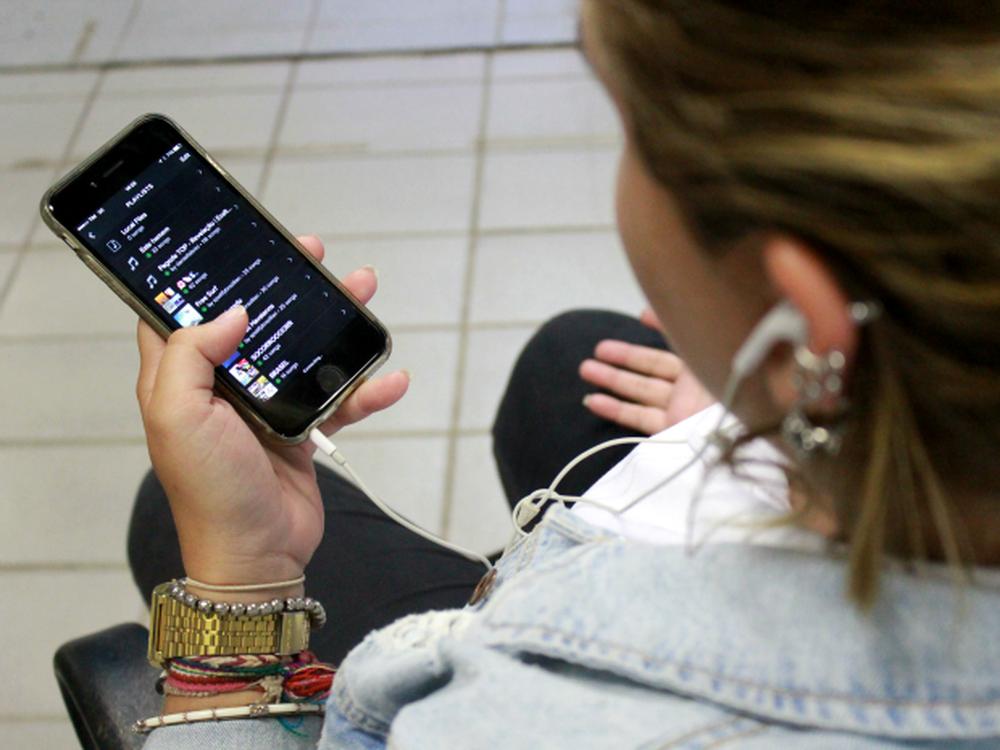Streaming de música cresce 52% no Brasil em 2016 e já rende o triplo de venda de discos https://t.co/DjqlnwDDdW #G1