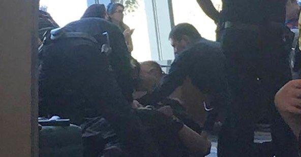 #USA : Un homme fortement armé arrêté au #Comicon de #phoenix, il voulait s'attaquer aux policiers via @Breaking911