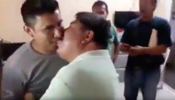 Presunto líder de la CTM en Oaxaca pide besos a sus compañeros a cambi...
