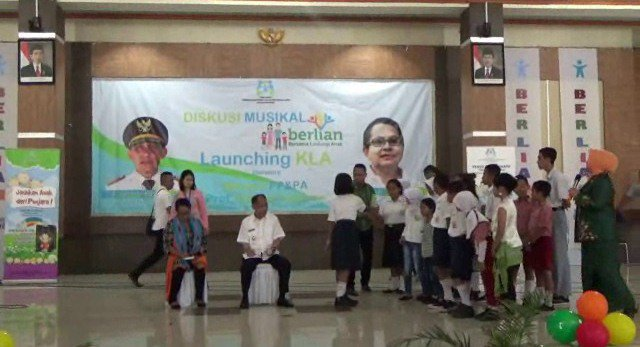 LINDUNGI ANAK, YOHANA YEMBISE USUNG PROGRAM BERLIAN https://t.co/rsupi...