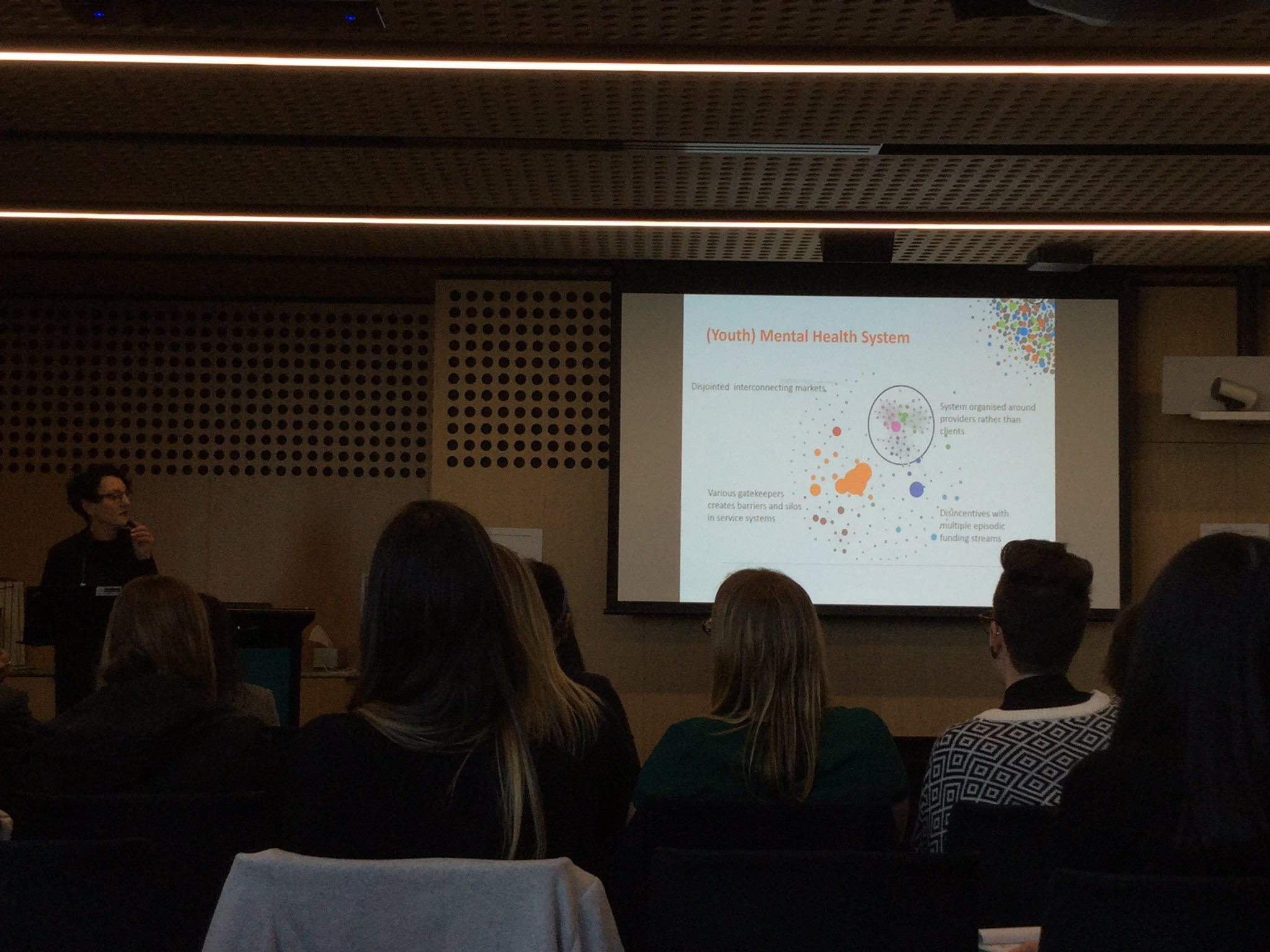 Exploring the role of occupational therapists in a headspace centre with Alison McRoberts & Liz Burgat  #mhotsymp2017 @DeakinHealth @otaust https://t.co/HqEXMGi0Cs