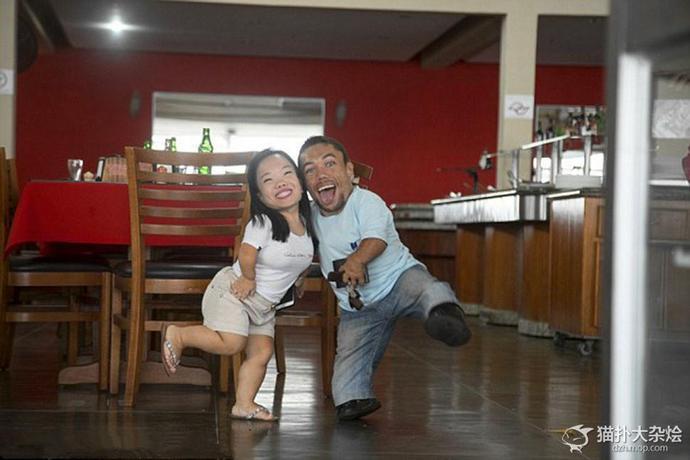 【ブラジル】小人症のカップルが結婚、幸せそうな写真が話題に - https://t.co/yL5TAeiPL4