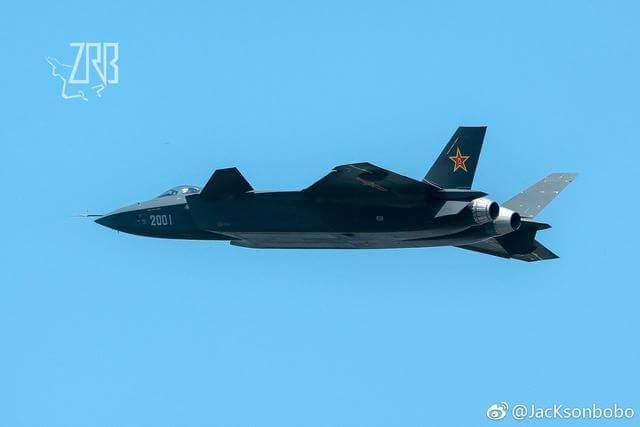 المقاتلة الصينية J-20 Mighty Dragon المولود غير الشرعي - صفحة 3 DAv143IU0AI2fnY