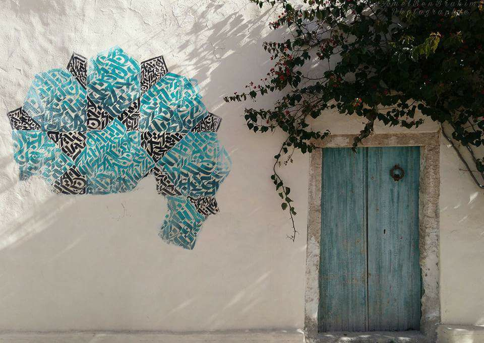 ..same corner (Hara sghira), another traditional #door coupled with modern #urban #arts. Made in Djerba, #Tunisia, caught by Amel Ben Brahim<br>http://pic.twitter.com/GzCbhE1Q75