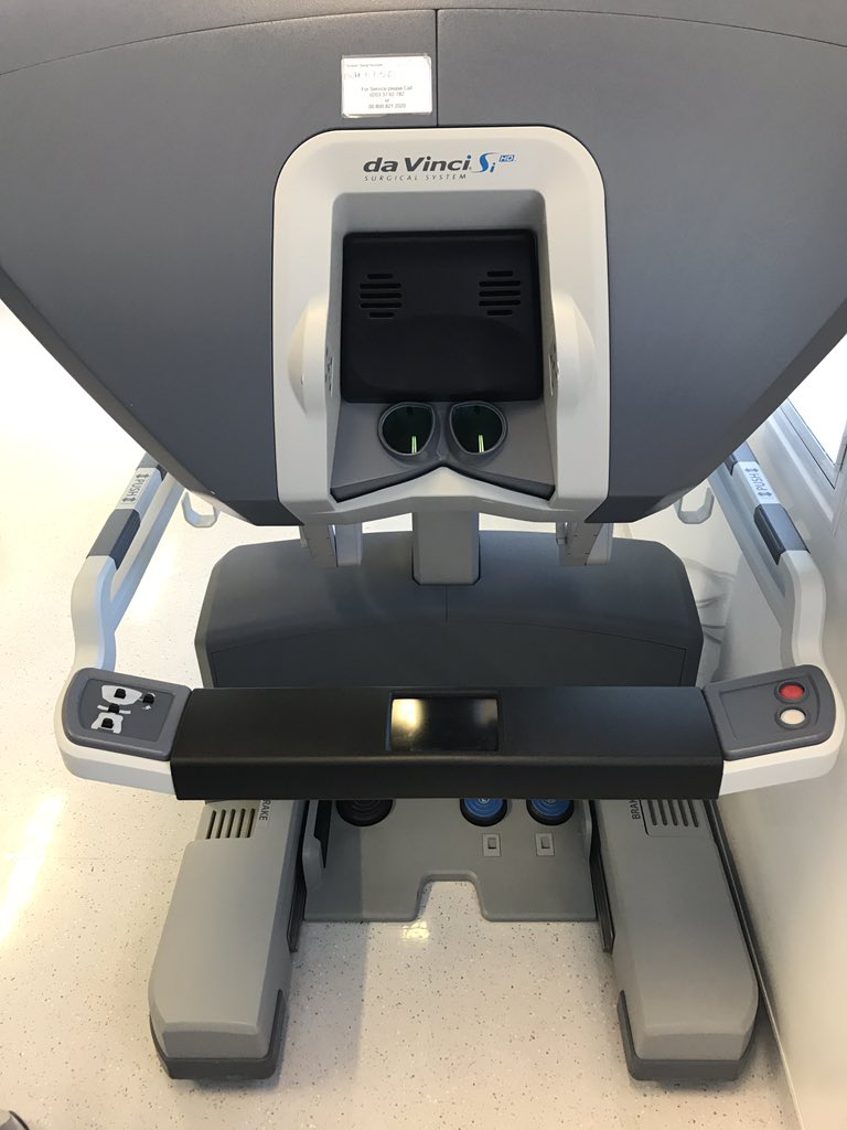 It&#39;s #robotfriday in our operating theatre today. Synchronous liver mets and rectal cancer. #colorectalsurgery <br>http://pic.twitter.com/vMyy6ruf3z