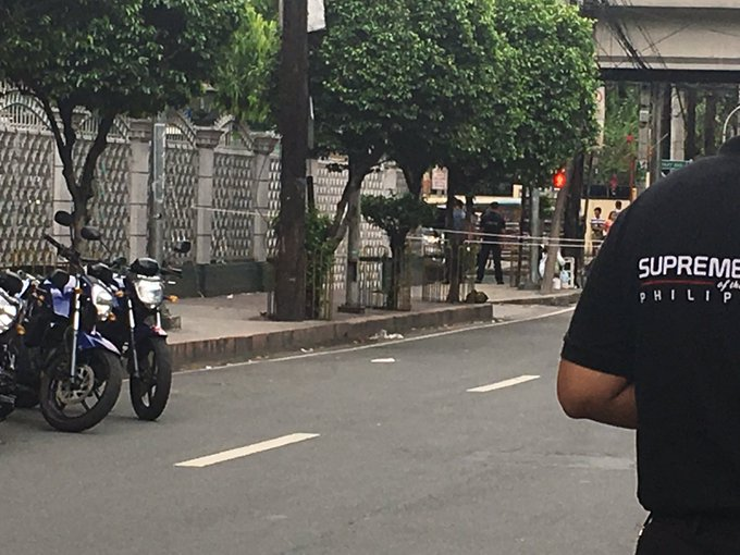 Padre Faura closed to traffic, suspicious bag left in front of SC. | via @LiaManalac https://t.co/DbJe1mSUFv