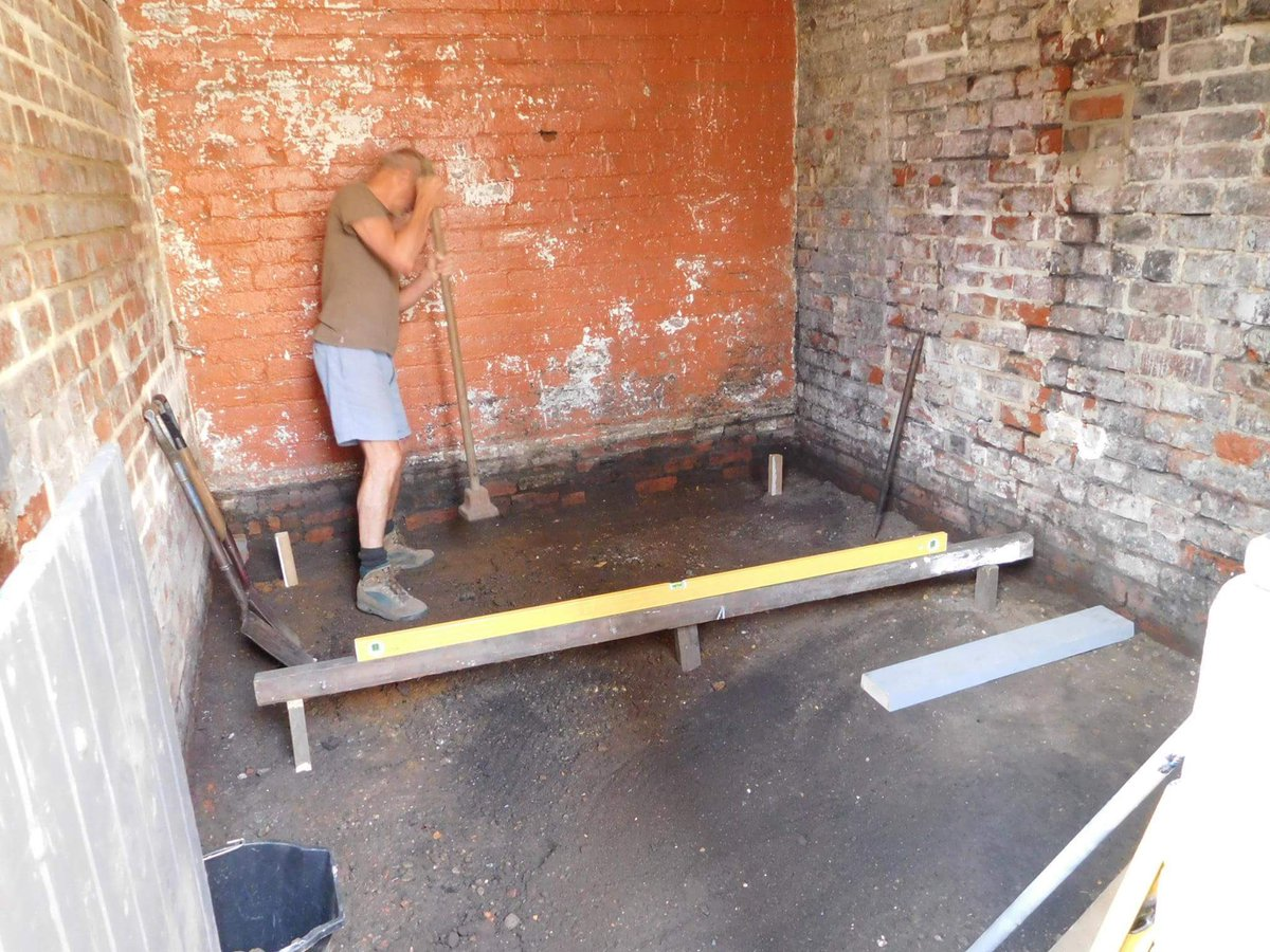 Unit being #refurbished #volunteers preparing the floor before relaying old bricks. Available soon!<br>http://pic.twitter.com/SemayIoP31