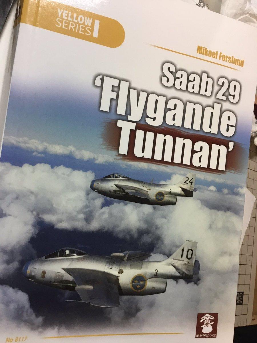 """ついに手に入ったSAAB29トゥナン""""空飛ぶ樽""""の資料本。MMPBOOKSの本は開発・運用・細部までバランス良く詰まっているので資料としては一番頼りになる一つ。スウェーデン機の資料はホント希少なのでありがたい。"""