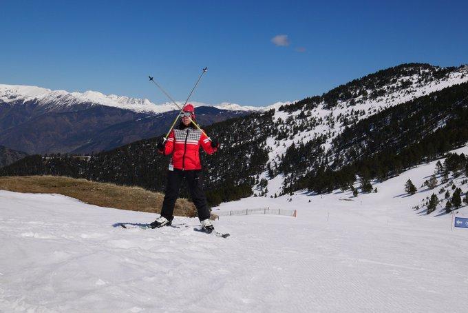 Lunes al sol ☀️⛷️en #Espot @SkiPallars. Uno de los mejores días de #esquí de la temporada. REPORT y VIDEO ➡️https://t.co/5TS60tcr24