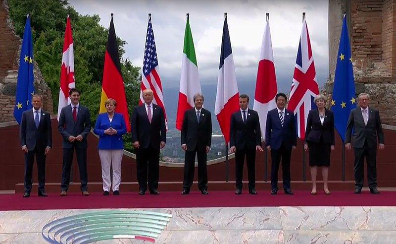 La family photo al Teatro Greco. #G7Taormina #G7Summit #G7 #POTUSAbroad #TrumpinItalia #G7ItalyUS https://t.co/hnr11cXw1E