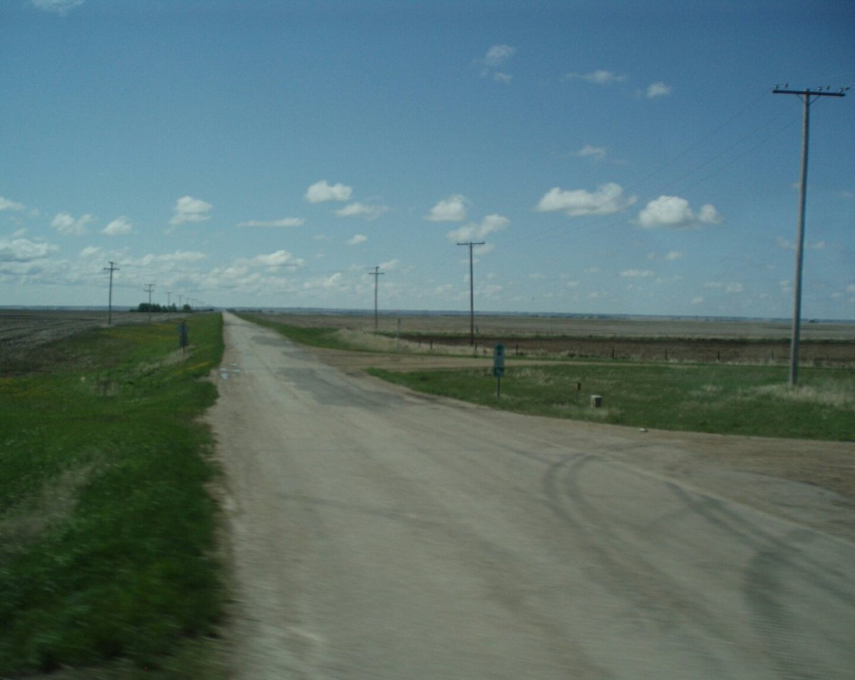 In the #prairies, a flat but welcomed  change of #landscape. Straight #roads, clear #direction not like #life. #ontheroad #mybigreset #nomad<br>http://pic.twitter.com/rrhY7JfBfB