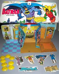 A cool #FlashbackFriday to the very hi-tech Ideal vinyl #comics playsets of the #70s! #Superman #Batman #Spiderman<br>http://pic.twitter.com/FzRlJd6VCK