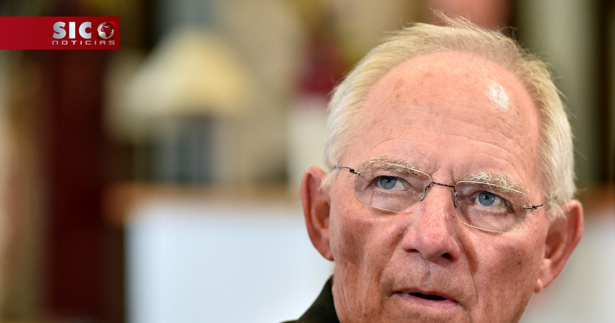 Ministério confirma que Schäuble vê Centeno como a 'estrela do Ecofin'...
