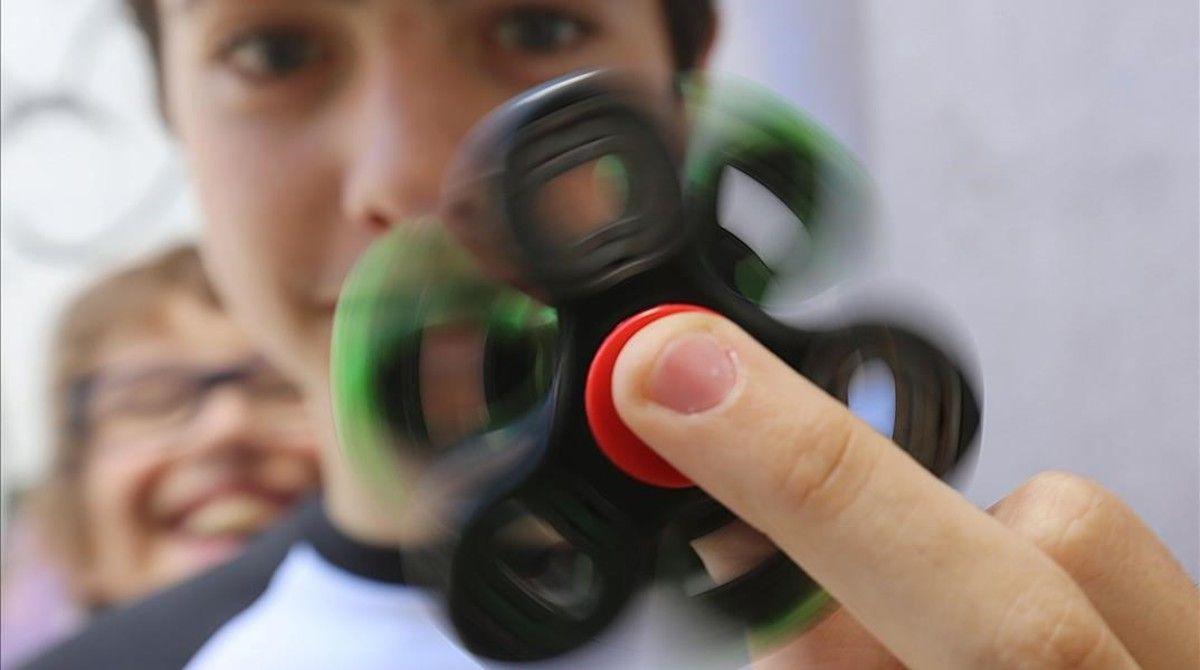 Fidget spinner, pericolo soffocamento per il giocattolo antistress