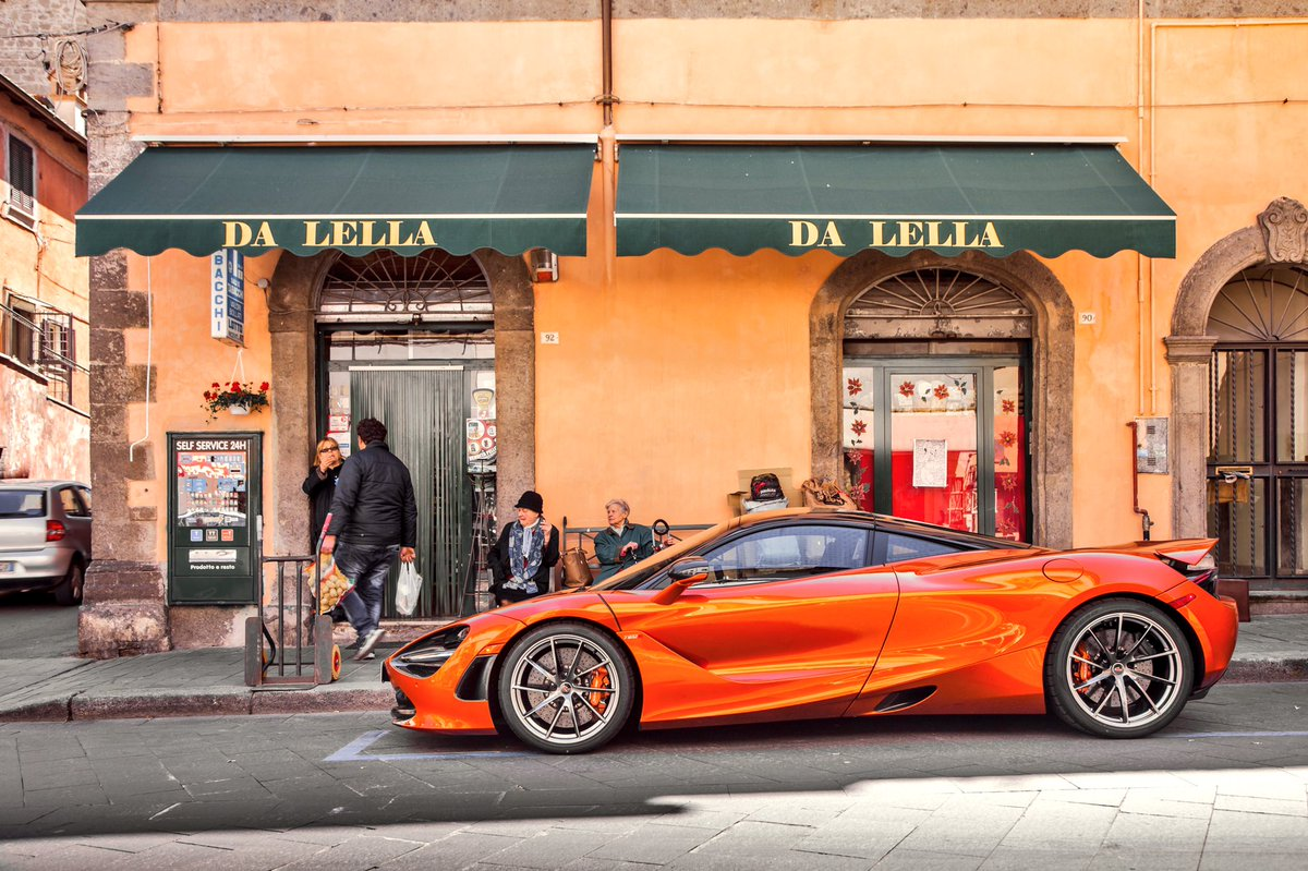 La Dolce vita con la bella macchina... have a wonderful Friday everybody! #mclaren #720S #roma #superseries #<br>http://pic.twitter.com/kkcSQFlzCF