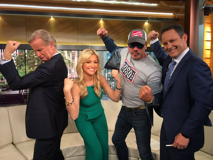 15% of @philvassar new album supports our servicemen and women of  @the_USO ! Show your strength and #Flex4Forces https://t.co/DFphpsg7s9